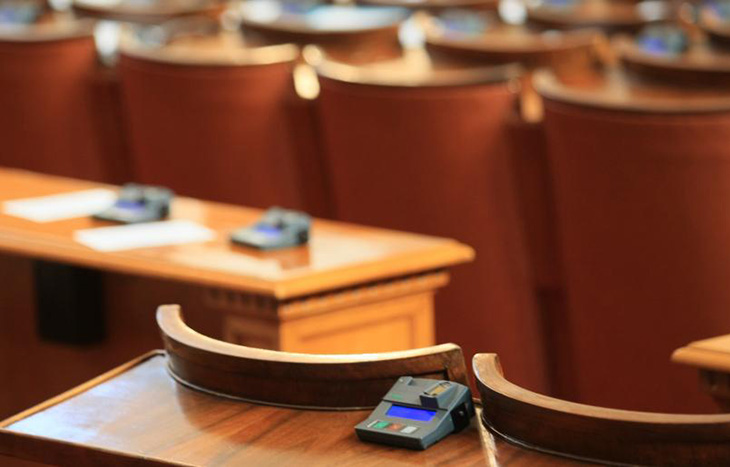 Депутатите оттеглиха спорните поправки на енергийния закон в частта за електроенергийния пазар.